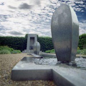 zink, beeldend kunstenaars Adelheid & Huub Kortekaas, De Tempelhof, tempels, tuinarchitectuur, Bouwkunst, Knop, kunstbron, kunstfontein, tuinontwerp